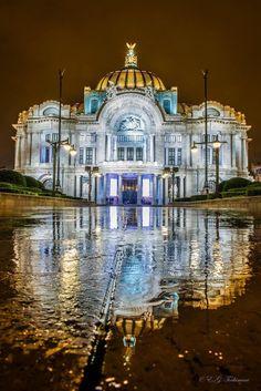 """Webcams de México on Twitter: """" Amazing pic!! El Palacio de Bellas Artes, Mexico City  vía  @gtochimani"""""""