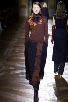 http://www.style.com/slideshows/fashion-shows/fall-2015-ready-to-wear/dries-van-noten/collection/23