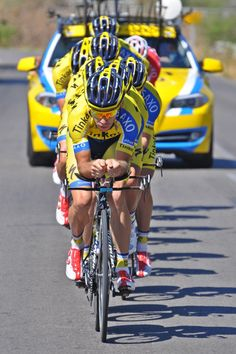 Tinkoff-Saxo preparing for tonight's TTT. @iamspecialized SHIVS are prepared, this is the formation you'll see us in