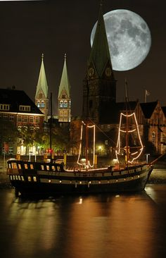 SEASONAL – SUMMER – the warm summer night sky reveals the full moon and a plethora of stars in bremen, germany. Beautiful Moon, Beautiful World, Beautiful Places, Beautiful Scenery, Places Around The World, Around The Worlds, Stars Night, Bremen Germany, Shoot The Moon