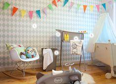 Een mooi voorbeeld van een babykamer in de trendkleuren van 2013. Sorbet,- en nougattinten zoals de pastel kleur mintgroen.