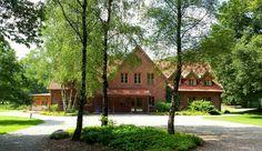 Das Gut Spascher Sand liegt in Niedersachsen zwischen Bremen, Oldenburg, Vechta und Osnabrück in der Stadt Wildeshausen. 2004 wurde die private Ganztagsschule inmitten herrlicher Natur auf einem alten Gutsgelände errichtet. Die parkähnliche Umgebung strahlt eine besondere Atmosphäre aus, die zum Verweilen einlädt. #GutSpascherSand #PrivatschuleSpascherSand #KindergartenSpascherSand #PrivatschuleNiedersachsen #PrivatschuleWildeshausen #KindergartenWildeshausen #GymnasiumWildeshausen