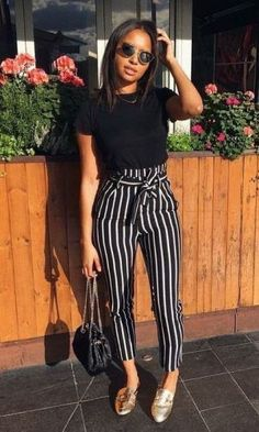 Vintage Summer Outfits You Will Love. Women's Trends. Black Top+Black And White Trousers. Classy Shorts Outfits, Classy Work Outfits, Style Outfits, Casual Outfits, Fashion Outfits, Casual Jeans, Black Pants Outfit Dressy, Flowy Pants Outfit, Dress Boots