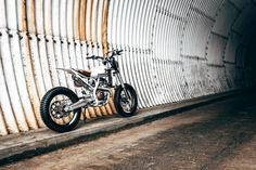 Cafe racers, scramblers, street trackers, vintage bikes and much more. The best garage for special motorcycles and cafe racers. Tracker Motorcycle, Scrambler Motorcycle, Bmw Motorcycles, Ktm Cafe Racer, Moto Cafe, Cafe Racers, Motor Scrambler, Dominator Scrambler, Bobber Custom