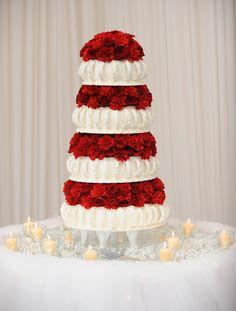 Tarta nupcial de diseño en rosas rojas; Wedding planners, organización de bodas One & Perfect Wedding Planning
