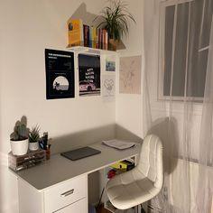 Room Design Bedroom, Small Room Bedroom, Room Ideas Bedroom, Bedroom Decor, Study Room Decor, Minimalist Room, Pretty Room, Aesthetic Room Decor, City Aesthetic