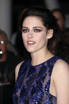 Kristen Stewart Jewel Tone Eyeshadow Kristen Stewart complemented her violet sequins with amethyst shadows at the LA premiere of 'The Twilight Saga: Breaking Dawn - Part 1.'