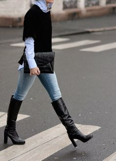Short sleeve sweater // chambray // jeans // boots