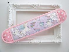 ラメ加工 ユニコーン・コスメ 水筒ひもカバー・肩パッド画像1 Baby Sewing, Macarons, Bag Accessories, Diy And Crafts, The Creator, Sewing Patterns, Projects To Try, Tote Bag, Fabric