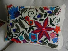 patrones para bordados mexicanos - Buscar con Google Mexican Embroidery, Crewel Embroidery, Hand Embroidery Designs, Easy Diy Crafts, Textile Art, Needlework, Cross Stitch, Weaving, Pillows