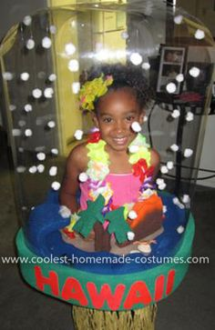 This Homemade Snowglobe Costume is the cutest snow globe from Hawaii that you have ever seen. My daughter collects snow globes from all over the world. Unique Costumes, Creative Costumes, Family Costumes, Costume Ideas, Diy Halloween Costumes For Kids, Christmas Costumes, Cute Halloween, Halloween 2017, Homemade Snow Globes