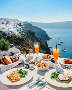 What are the Best Hotels in Santorini? The best Restaurants? How to get to Santorini? Beautiful Hotels, Beautiful Places, Wonderful Places, Hotel Am Strand, Things To Do In Santorini, Santorini Honeymoon, Santorini Travel, Imerovigli Santorini, Summer Pictures