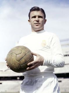 Ferenc Puskas - He played alongside Di Stéfano in the great Real Madrid team of the and He won three European Cups and scored four goals in the 1960 final against Eintracht Frankfurt. Madrid Football, Fifa Football, Football Icon, Best Football Players, Good Soccer Players, World Football, Soccer World, Real Madrid Team, Real Madrid History