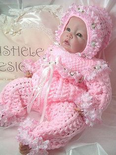 Baby Cardigan Knitting Pattern, Baby Hats Knitting, Baby Knitting Patterns, Knitting Dolls Clothes, Crochet Doll Clothes, Baby Monat Für Monat, Moslem, Baby Doll Nursery, Baby Girl Sweaters