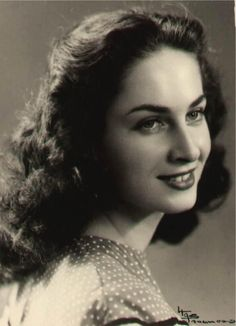 """kufiyah: """" Miss Iraq in Renee Dankour. Dankour was the first beauty pageant winner to be crowned as Miss Iraq in Dankour was from an Iraqi-Jewish family in Baghdad. Iraqi People, Meaningful Photos, Cradle Of Civilization, Baghdad Iraq, Beautiful Muslim Women, Cottage Art, Important People, The Old Days, Mirror Image"""