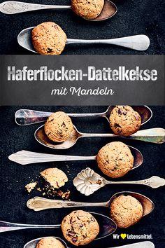 Gehackte Mandeln, getrocknete Datteln und kräftige Zartbitterschokolade sind das Geheimnis der Haferflocken-Kekse nach unserem Rezept. Die kleinen Leckereien sind in 45 Minuten fertig und gelingen ganz einfach. #kekse #datteln #mandeln #haferflocken #plätzchen #backen #dessert #rezept #edeka