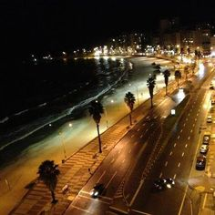 Rambla de Pocitos vista nocturna Montevideo, Beautiful Places To Visit, Beautiful Beaches, Bolivia, Wolf World, Trinidad Y Tobago, World Of Darkness, South America, Perfect Place