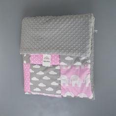 Hallo alle zusammen!👋👋👋 ich hoffe, ihr seid alle gesund und munter💖💖💖 Sucht Ihr ein schönes Geschenk zu Weihnachten, Taufe, Geburtstag oder einfach ohne Grund? Wie wäre es mit so einem einzigartigen Geschenk wie eine Decke???🌺🌺🌺 Ein besonderes Dankeschön geht an die liebe @angelia_23 ❤️❤️❤️, die nicht nur diese wunderschöne Decke bestellt hat 👭 ------------------------------------- Die Eigenschaften: ✔Stoffe und Schriften (falls man ein Name besticken möchte) können beliebig…