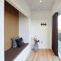 Interior Architecture, Interior And Exterior, Interior Design, Niche Decor, Beige Kitchen, Modern Entryway, Entryway Storage, Shed Homes, Modern Farmhouse Kitchens