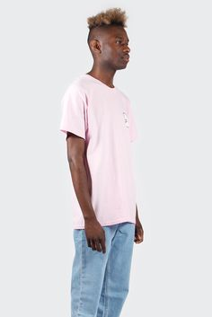 Shark WeekShark Logo T-shirt - pinkFit: Regular - shop to sizeMaterial: 100% cotton- Small shark on the chest- Mightier shark on back- Crew neck- Designed and printed in New ZealandMikka wears shoes byReebokand jeans byLevi's