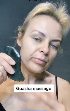 Technique Massage, Face Yoga Exercises, Gua Sha Facial, Face Routine, Anti Ride, Face Massage, Tips Belleza, Facial Skin Care, Skin Treatments