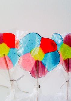 Lollipops de flores con dulces, una idea sencilla y linda.