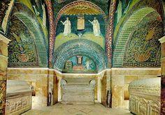 Ravenna, Mausoleo di Galla Placidia, 450 ca. Veduta interna con mosaici.