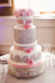 Tarta de #boda elegante y sencilla en gris y rosa Simple pink and grey #wedding cake