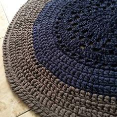 Pronto💙❤💙 #crochet  #crochê #crochetaddict  #crochet  #croché #croshet #crocheteiras  #crochelovers #yarnlove #yarn #yarning #knitlove #knittingbag #knit #knitting #trapillo #ganchilloxxl #ganchillo #crocheaddict #handmade  #feitoamao #euquefiz #totora #penyeip #вязаниекрючком #uncinetto #かぎ針編み #alfombra #tapetefiodemalha #tapetedecroche  #crochetrug