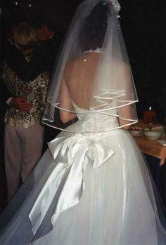 Robe de Mariée busiter dentelle voile court et gants longs