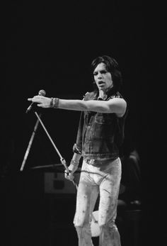 Mick Jagger performing at the Forest National in Brussels, 1973 Rolling Stones Logo, Like A Rolling Stone, Rock And Roll Bands, Rock N Roll, Mick Jagger Rolling Stones, Rollin Stones, Ron Woods, Moves Like Jagger, Charlie Watts