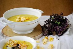 KULINARIA | Mais-Blumenkohl-Süppchen mit Kurkuma Popcorn und Garnelen