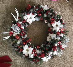 Christmas wreath ideas, antler wreath, ornaments flowers, western wreath