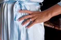 Bride wearing a lovely vintage engagement ring. riviera maya destination wedding photos www.jaimeglez.com