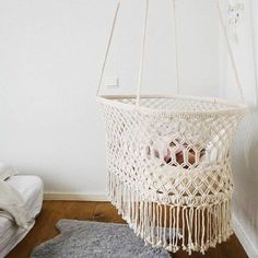 Macramé is a popular boho element that can be more and more often seen in home decor. It easily fits boho, mid-century modern and eclectic spaces and adds a relaxed and outdoorsy feel. Today we are sharing some cool macramé furniture, and if you want Macrame Art, Macrame Projects, Macrame Knots, Macrame Mirror, Macrame Curtain, Diy Macramé Suspension, Hanging Bassinet, Hanging Cradle, Hanging Crib