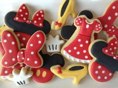 Minnie Mouse Cookies ~ by Cookie Design Cookies Decorados, Galletas Cookies, Baby Cookies, Cute Cookies, Birthday Cookies, Bolo Mickey E Minnie, Fiesta Mickey Mouse, Mickey Party, Minnie Mouse Party