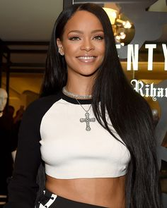 Rihanna's Trainer Shares 6 Easy Tips To Get Toned Like The Singer In 30 Minutes A Day Rihanna's trainer recently revealed six quick tips to follow for a lean body like the singer - including three tummy-toning moves. https://glassshaker.eu