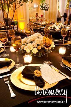 Oii Gurias!!Hoje estou aqui para falar de uma festa tema que é puro Luxo! Eu acho essa tipo de festa um charme,e eu quero uma assim =D Continuando,o nome dessa festa tema é Preto e Dourado,on… Yellow Wedding, Gold Wedding, Gatsby, Glamour Party, Event Decor, Tablescapes, Table Settings, Place Settings, Centerpieces