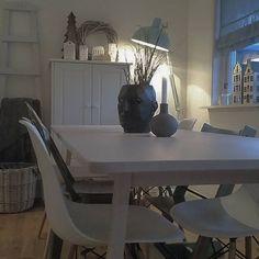 Nytt spisebord fra IKEA 😍😃👍🍴#ikea #spisebord #norråker #kähler #kremmerhusetfavoritt #kremmerhuset #blomsterpotte #globo #rivieramaison #lyshus #mitthjem #minstueidag