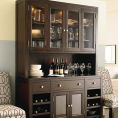 modern china cabinet display ideas decorating for fall in september China Cabinet Bar, Modern China Cabinet, Crockery Cabinet, Hutch Cabinet, Buffet Hutch, Deco Buffet, Kitchen Decor, Kitchen Design, Home Bar Areas
