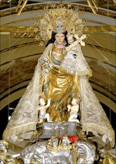 Imagen de la Virgen de los Desamparados en su camarin Blessed Mother Mary, Blessed Virgin Mary, St Maria, Images Of Mary, Mama Mary, Queen Outfit, Late Middle Ages, Holy Mary, Art Thou