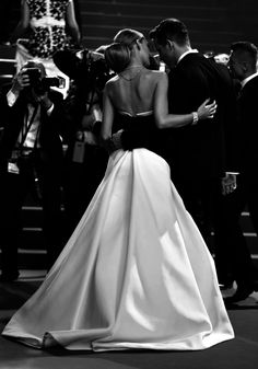 Timeless elegance :: Blake Lively and Ryan Reynolds at Cannes Film Festival 2014 I would have this for my wedding dress. Blake Lively Ryan Reynolds, Blake And Ryan, Mode Outfits, Cannes Film Festival, Cute Couples, Strapless Dress Formal, Marie, Beautiful People, Ideias Fashion