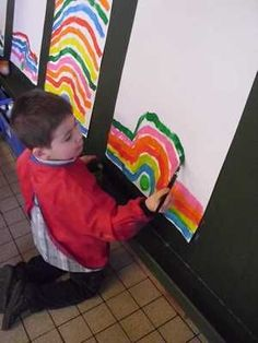 Painting over obstacle on vertical surface-vision tracking and motor planning Kindergarten Art Lessons, Teaching Kindergarten, Teaching Art, Art Montessori, Pre Writing, Preschool Art, Childhood Education, Pre School, Preschool Activities
