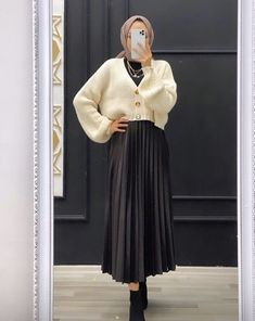 Hijab Fashion Summer, Long Skirt Fashion, Modest Fashion Hijab, Modern Hijab Fashion, Hijab Fashion Inspiration, Islamic Fashion, Teen Fashion Outfits, Muslim Fashion, Mode Turban
