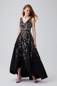 Black beaded high-low formal dress Stunning beaded embellishment covers this black gown. Featuring a high low silhouette and elegant v-neckline. Sexy Evening Dress, Evening Dresses, Formal Dresses, Bustier Top, Blue Homecoming Dresses, Applique Dress, Rose Applique, Designer Wedding Dresses, Occasion Dresses