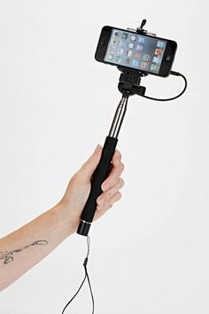 Travel Tip: Just How Dangerous are Selfie Sticks? Hipster Blog, Hipster Accessories, Great Gifts For Women, Travel Gadgets, Selfie Stick, Gift Guide, Travel Tips, Smartphone, Iphone