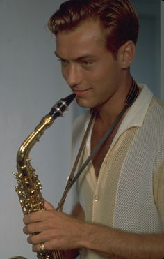 The Talented Mr Ripley - Dickie (Jude Law) loves jazz.