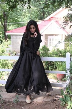 Pakistani Fashion Party Wear, Indian Fashion Dresses, Dress Indian Style, Indian Designer Outfits, Pakistani Outfits, Indian Gowns, Indian Outfits, Stylish Dresses For Girls, Stylish Dress Designs