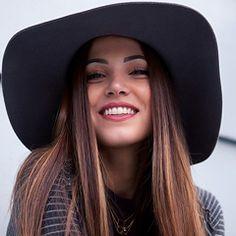 Fille avec chapeau
