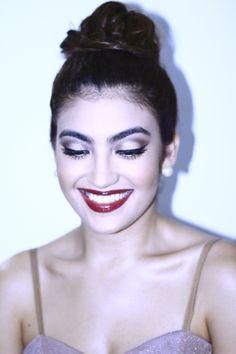 Beleza: look retrô para festa #updo #retro #makeup #eyeliner #coque #delineador